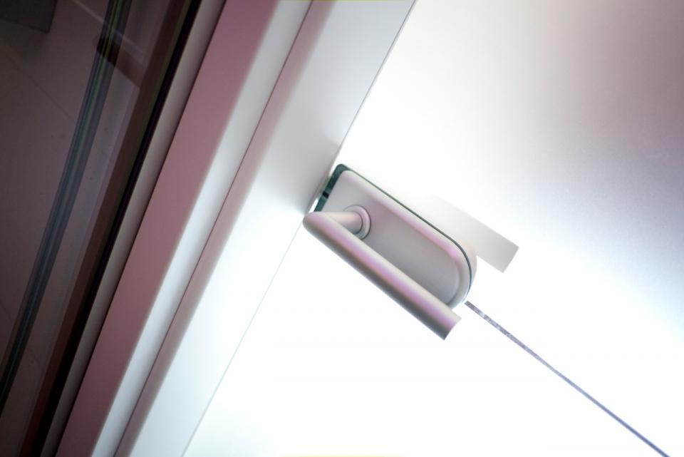 Kétszínű festett beltéri ajtók egy legénylakásban | Referencia - Ajtóház